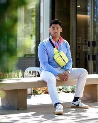Come indossare e abbinare un orologio dorato: Potresti indossare un maglione a collo alto con bottoni azzurro e un orologio dorato per un look perfetto per il weekend. Scegli uno stile classico per le calzature e scegli un paio di sneakers basse di tela bianche e blu scuro.