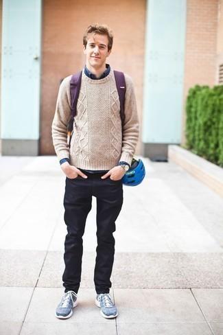 Come indossare e abbinare una camicia a maniche lunghe blu scuro: Per un outfit quotidiano pieno di carattere e personalità, prova a combinare una camicia a maniche lunghe blu scuro con jeans blu scuro. Per un look più rilassato, mettiti un paio di scarpe sportive blu.