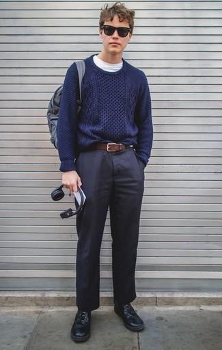 Come indossare e abbinare una cintura in pelle marrone scuro: Potresti indossare un maglione a trecce blu scuro e una cintura in pelle marrone scuro per un look comfy-casual. Scegli un paio di stivali casual in pelle neri per mettere in mostra il tuo gusto per le scarpe di alta moda.