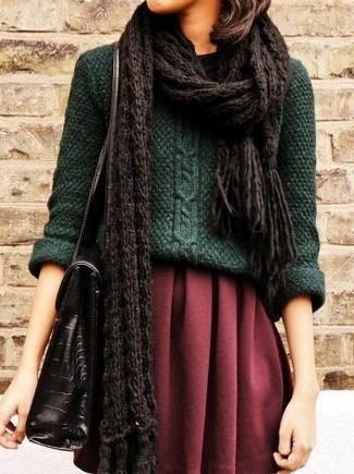 Look alla moda per donna: Maglione a trecce verde, Minigonna