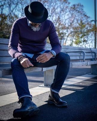 Come indossare e abbinare stivali casual in pelle neri: Scegli un maglione con scollo a v melanzana scuro e jeans blu scuro per vestirti casual. Un paio di stivali casual in pelle neri darà un tocco di forza e virilità a ogni completo.