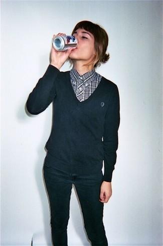 timeless design 9ace1 7f902 Look alla moda per donna: Maglione con scollo a v nero ...