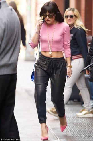 Maglione corto rosa pantaloni stile pigiama neri décolleté fucsia large 1635