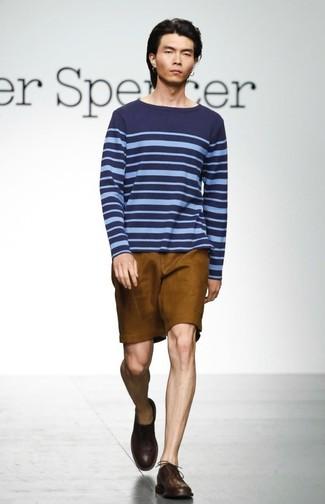 Look alla moda per uomo: Maglione girocollo a righe
