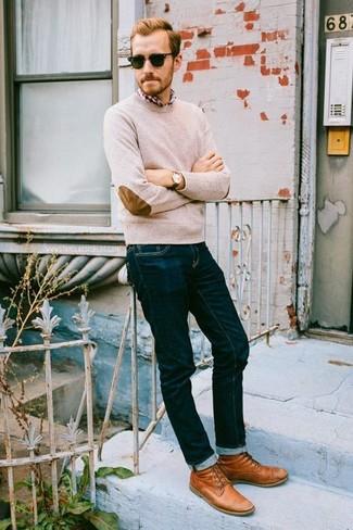 Look alla moda per uomo: Maglione girocollo beige, Camicia a
