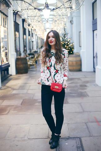 Coniuga un maglione girocollo di natale bianco con jeans aderenti neri per un outfit comodo ma studiato con cura. Aggiungi un paio di stivaletti in pelle neri per donna di Asos al tuo look per migliorare all'istante il tuo stile.