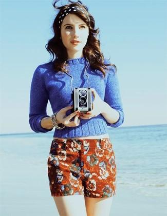 Maglione girocollo blu pantaloncini a fiori rossi cerchietto a pois nero e bianco large 388
