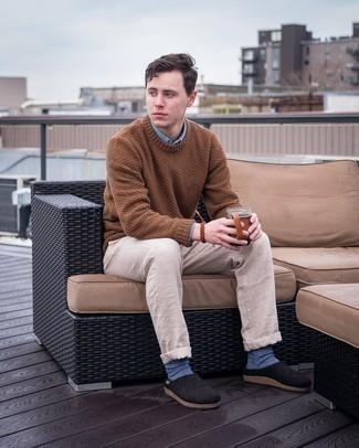 Moda uomo anni 20: Scegli una camicia a maniche lunghe azzurra per un look trendy e alla mano.