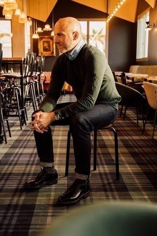 Come indossare e abbinare calzini marrone scuro: Potresti abbinare un maglione girocollo verde oliva con calzini marrone scuro per una sensazione di semplicità e spensieratezza. Rifinisci il completo con un paio di scarpe derby in pelle marrone scuro.