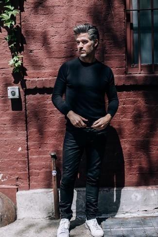 Come indossare e abbinare pantaloni neri per un uomo di 50