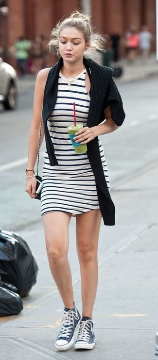 premium selection 9a4c4 0cb9d Look alla moda per donna: Maglione girocollo nero, Vestito ...