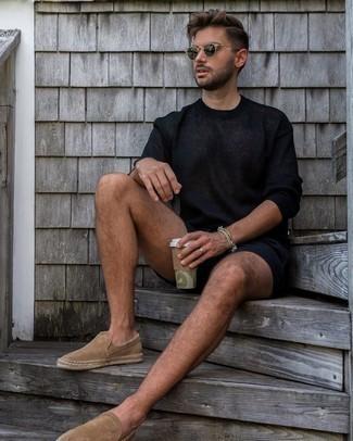 Come indossare e abbinare un bracciale grigio: Prova a combinare un maglione girocollo blu scuro con un bracciale grigio per una sensazione di semplicità e spensieratezza. Impreziosisci il tuo outfit con un paio di espadrillas in pelle scamosciata marrone chiaro.