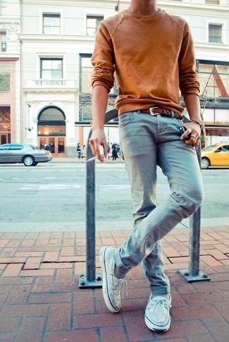 Look alla moda per uomo: Maglione girocollo terracotta