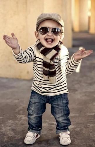 Come indossare: maglione a righe orizzontali bianco, jeans blu scuro, sneakers bianche, berretto da baseball marrone chiaro