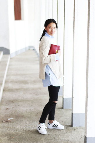2c6b1b7300 Look alla moda per donna: Maglione oversize lavorato a maglia beige ...