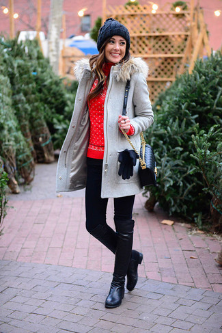 Come indossare e abbinare: montgomery grigio, dolcevita di lana con motivo fair isle rosso, leggings neri, stivali al ginocchio in pelle neri