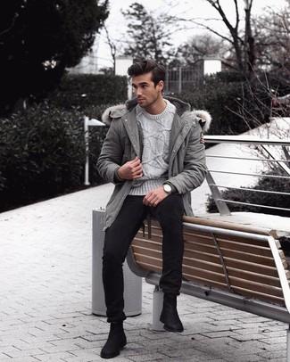 Come indossare e abbinare un orologio argento: Potresti abbinare un parka grigio con un orologio argento per una sensazione di semplicità e spensieratezza. Scegli uno stile classico per le calzature e scegli un paio di stivali chelsea in pelle scamosciata neri.