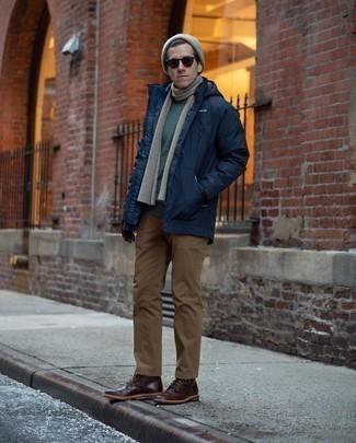 Come indossare e abbinare occhiali da sole marrone scuro: Per un outfit della massima comodità, prova a combinare un parka blu scuro con occhiali da sole marrone scuro. Scegli uno stile classico per le calzature e calza un paio di stivali casual in pelle marrone scuro.