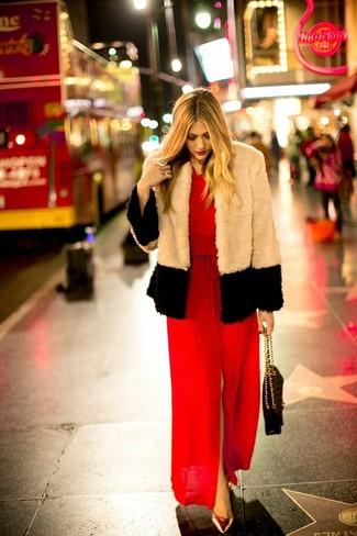 Come indossare un vestito lungo con spacco rosso (6 foto)  a8998425de1