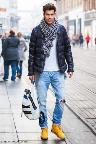Come indossare: piumino nero, cardigan grigio, t-shirt girocollo bianca, jeans strappati azzurri