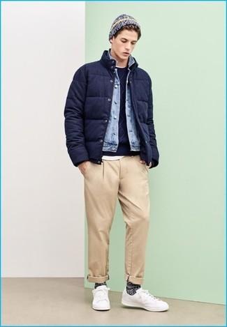 d39e2ada9a Look alla moda per uomo: Piumino blu scuro, Giacca di jeans azzurra ...