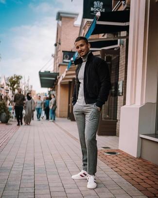 Come indossare e abbinare: piumino nero, dolcevita grigio, pantaloni eleganti di lana grigi, sneakers basse bianche e rosse