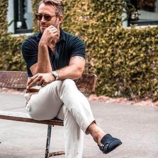Come indossare e abbinare occhiali da sole marroni: Abbina un polo blu scuro con occhiali da sole marroni per un look perfetto per il weekend. Opta per un paio di scarpe double monk in pelle scamosciata blu scuro per mettere in mostra il tuo gusto per le scarpe di alta moda.