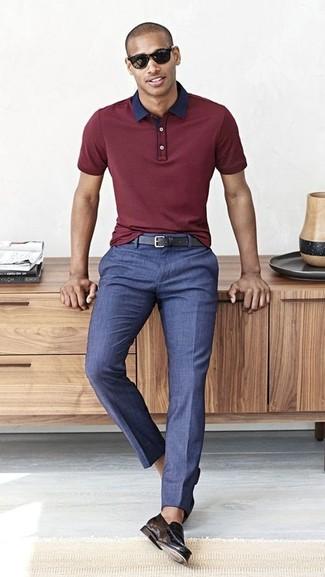 Come indossare e abbinare pantaloni eleganti blu: Opta per un polo bordeaux e pantaloni eleganti blu se cerchi uno stile ordinato e alla moda. Ti senti creativo? Completa il tuo outfit con un paio di mocassini eleganti in pelle neri.