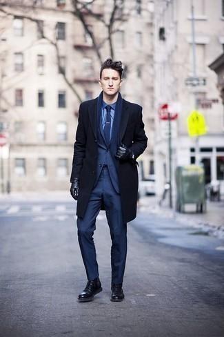 Come indossare e abbinare guanti in pelle neri: Prova ad abbinare un soprabito blu scuro con guanti in pelle neri per un'atmosfera casual-cool. Mettiti un paio di stivali casual in pelle neri per un tocco virile.