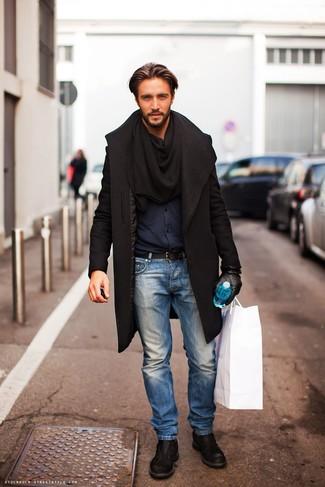 Come indossare e abbinare una camicia a maniche lunghe blu scuro: Coniuga una camicia a maniche lunghe blu scuro con jeans azzurri per affrontare con facilità la tua giornata. Mettiti un paio di scarpe derby in pelle nere per un tocco virile.