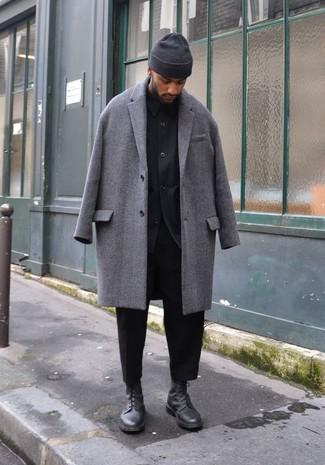 Come indossare e abbinare una camicia giacca nera: Prova ad abbinare una camicia giacca nera con chino neri per un abbigliamento elegante ma casual. Stivali casual in pelle neri sono una eccellente scelta per completare il look.