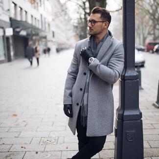 abbinamento vestiario uomo con cappotto grigio chiaro