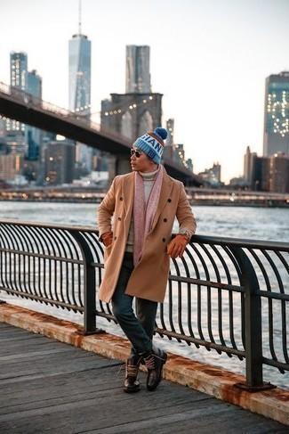 Trend da uomo 2020 in inverno 2021: Prova a combinare un soprabito marrone chiaro con chino verde scuro per un look elegante ma non troppo appariscente. Stivali casual in pelle marrone scuro sono una gradevolissima scelta per completare il look. Ecco una fantastica scelta per creare il perfetto outfit invernale.