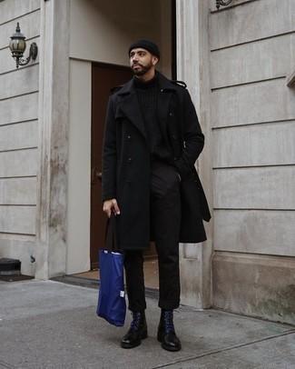 Come indossare e abbinare stivali casual in pelle neri: Vestiti con un soprabito nero e chino neri, perfetto per il lavoro. Completa questo look con un paio di stivali casual in pelle neri.