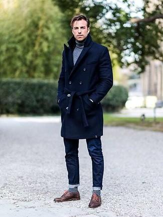 Come indossare e abbinare calzini a righe orizzontali blu scuro: Metti un soprabito blu scuro e calzini a righe orizzontali blu scuro per un look comfy-casual. Sfodera il gusto per le calzature di lusso e mettiti un paio di scarpe derby in pelle marroni.