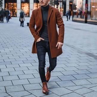 Come indossare e abbinare un dolcevita grigio scuro: Prova a combinare un dolcevita grigio scuro con jeans strappati grigio scuro per un look comfy-casual. Sfodera il gusto per le calzature di lusso e opta per un paio di stivali chelsea in pelle terracotta.