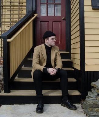 Trend da uomo 2020: Prova a combinare un soprabito marrone chiaro con jeans neri se cerchi uno stile ordinato e alla moda. Ti senti creativo? Completa il tuo outfit con un paio di scarpe derby in pelle nere.