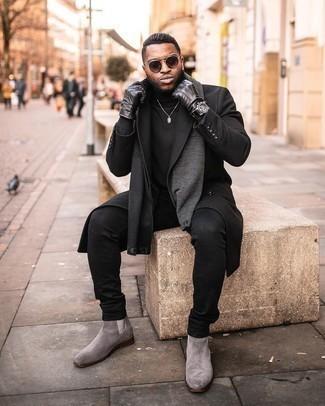 Trend da uomo 2020: Punta su un soprabito nero e jeans neri per un abbigliamento elegante ma casual. Lascia uscire il Riccardo Scamarcio che è in te e scegli un paio di stivali chelsea in pelle scamosciata grigi per dare un tocco di classe al tuo look.