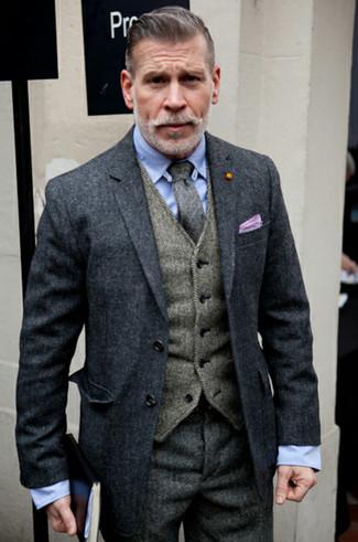 Look di Nick Wooster: Soprabito grigio scuro, Gilet di lana a spina di pesce grigio, Camicia elegante azzurra, Pantaloni eleganti di lana a spina di pesce grigio scuro