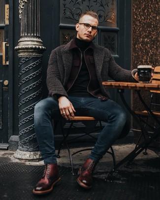 Come indossare e abbinare un soprabito marrone scuro: Scegli un outfit composto da un soprabito marrone scuro e jeans aderenti blu scuro per un outfit comodo ma studiato con cura. Stivali casual in pelle bordeaux sono una eccellente scelta per completare il look.