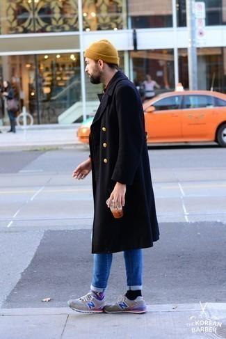 Come indossare e abbinare una berretto marrone chiaro: Potresti abbinare un soprabito blu scuro con una berretto marrone chiaro per un look comfy-casual. Se non vuoi essere troppo formale, prova con un paio di scarpe sportive grigie.