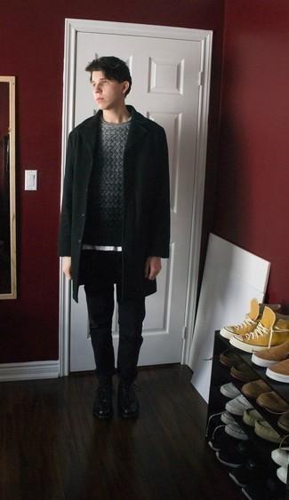 Moda ragazzo adolescente: Abbina un soprabito nero con chino neri per un look da sfoggiare sul lavoro. Stivali casual in pelle neri sono una interessante scelta per completare il look.