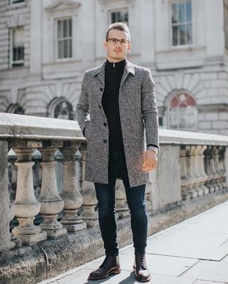 Come indossare e abbinare un maglione con zip blu scuro: Coniuga un maglione con zip blu scuro con jeans aderenti blu scuro per affrontare con facilità la tua giornata. Scegli uno stile classico per le calzature e mettiti un paio di stivaletti brogue in pelle bordeaux.
