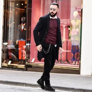 Come indossare e abbinare un maglione girocollo bordeaux: Abbina un maglione girocollo bordeaux con jeans neri per un look semplice, da indossare ogni giorno. Opta per un paio di stivali chelsea in pelle scamosciata neri per mettere in mostra il tuo gusto per le scarpe di alta moda.