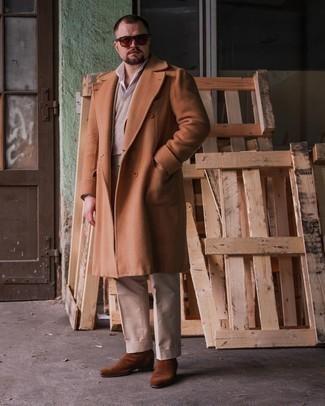 Trend da uomo 2021: Potresti combinare un soprabito terracotta con pantaloni eleganti beige per una silhouette classica e raffinata Per distinguerti dagli altri, calza un paio di stivali chelsea in pelle scamosciata marroni.