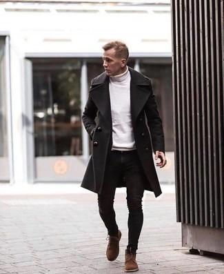 Come indossare e abbinare un dolcevita bianco: Scegli un outfit composto da un dolcevita bianco e jeans aderenti neri per affrontare con facilità la tua giornata. Scegli un paio di stivali casual in pelle scamosciata marroni per un tocco virile.