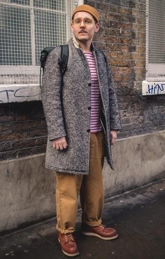Come indossare e abbinare un soprabito grigio: Metti un soprabito grigio e chino marrone chiaro per un drink dopo il lavoro. Stivali casual in pelle bordeaux sono una validissima scelta per completare il look.