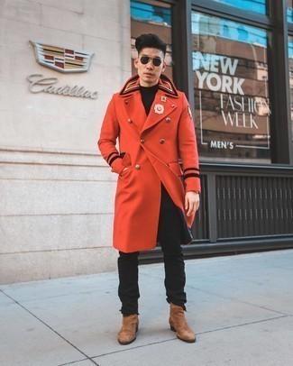 Come indossare e abbinare stivali chelsea in pelle scamosciata marroni: Prova a combinare un soprabito rosso con jeans neri se preferisci uno stile ordinato e alla moda. Prova con un paio di stivali chelsea in pelle scamosciata marroni per un tocco virile.