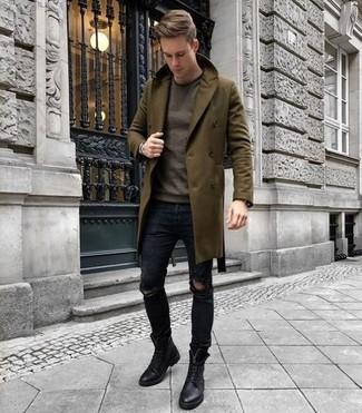 Trend da uomo 2020: Prova a combinare un soprabito verde oliva con jeans aderenti strappati neri per un look semplice, da indossare ogni giorno. Un paio di stivali casual in pelle neri darà un tocco di forza e virilità a ogni completo.