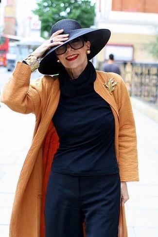 Come indossare e abbinare: spolverino arancione, dolcevita blu scuro, pantaloni larghi blu scuro, borsalino di paglia nero